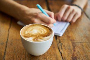 Koffie ochtenden organiseren met bewoners, verwanten en mensen uit de wijk.